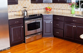 cocina moderna con encimera de granito