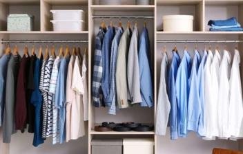 Vestidor de pared con distintos compartimentos