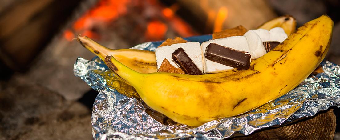 Plátanos asados rellenos con chocolate