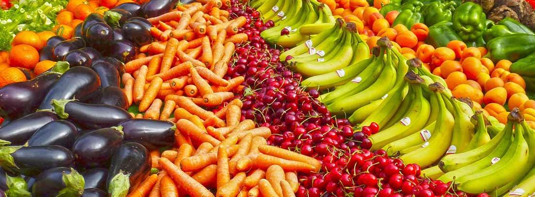 Frutas y verduras sin plástico expuestas