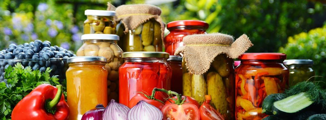 Botes de encurtidos de verduras