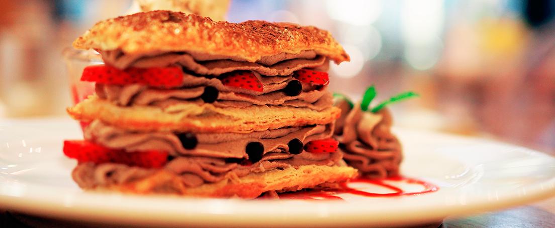 milhojas de chocolate y fresas