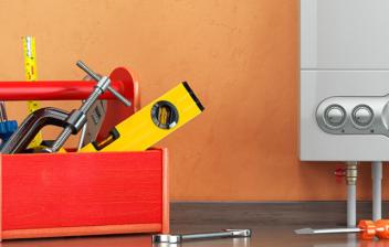 Caja de herramientas al lado de una caldera de gasoil