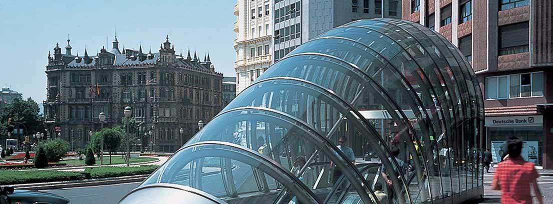Vista de una entrada de Metro de la ciudad de Bilbao