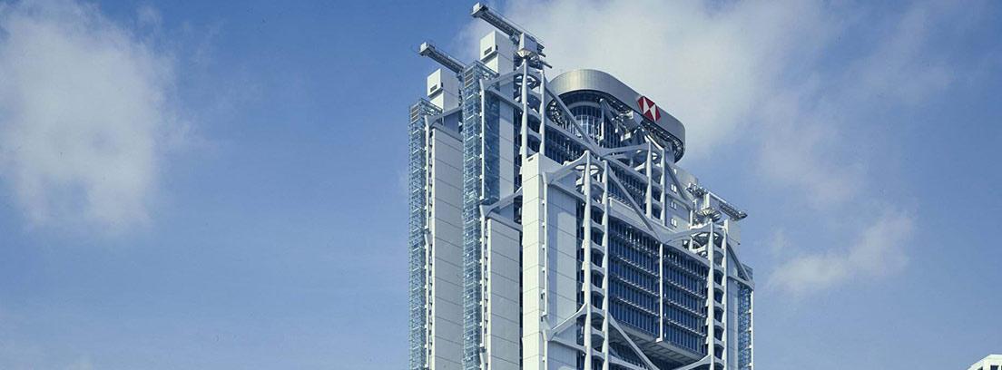 Vista completa de las oficinas del Banco de Hongkong y Shanghai