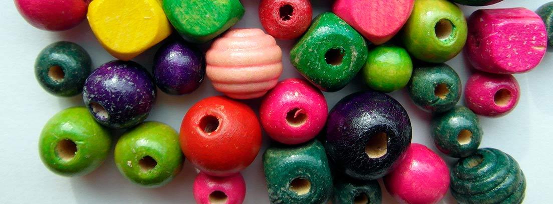 Cuentas y abalorios de colores