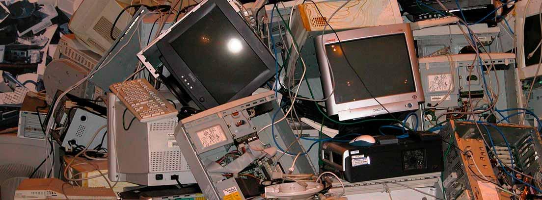 Aparatos electrónicos en la basura