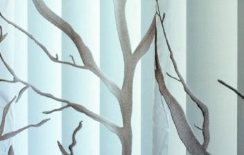 Panel japonés decorado con árboles