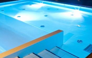 Qué sistema de iluminación de piscinas elegir