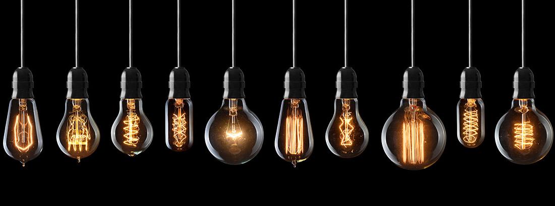 Varias bombillas vintage encendidas