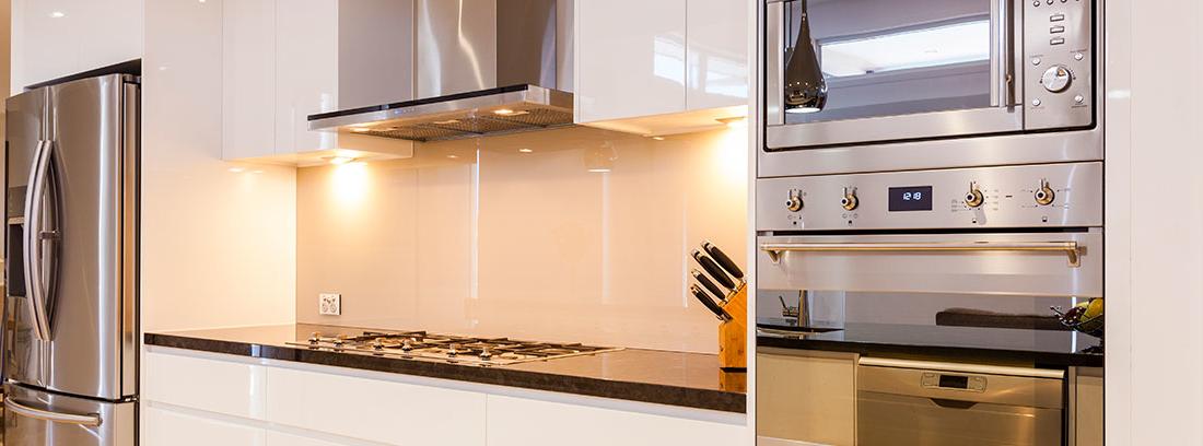 cocina con diversos electrodomésticos