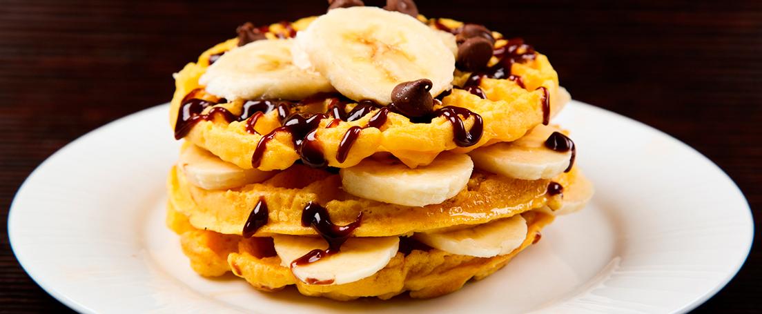 Gofres con plátano y nata