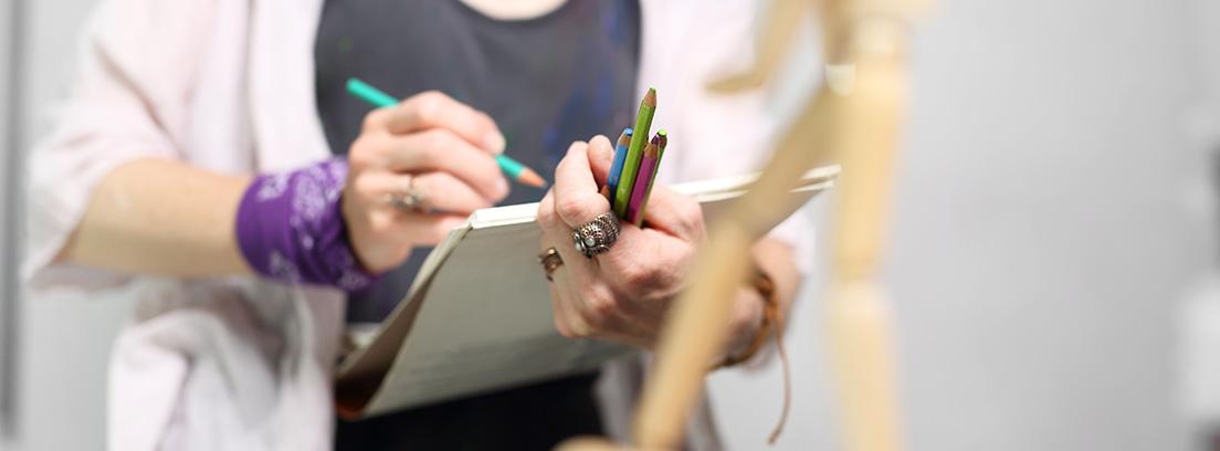 mujer dibujan