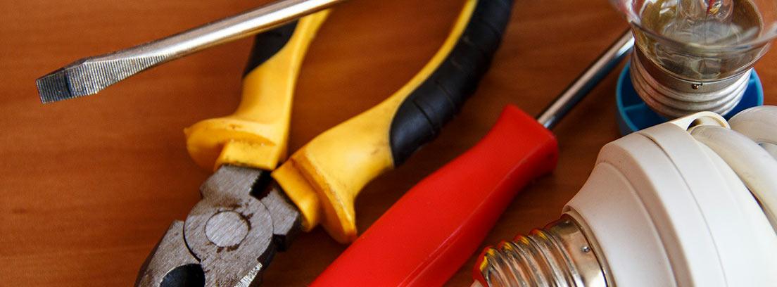 Bombillas y herramientas de electricista
