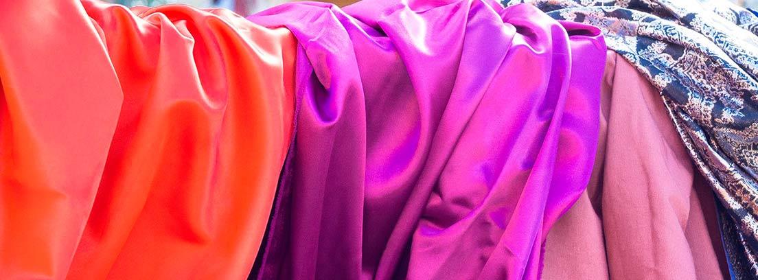 Varias telas realizadas con seda en distintos colores