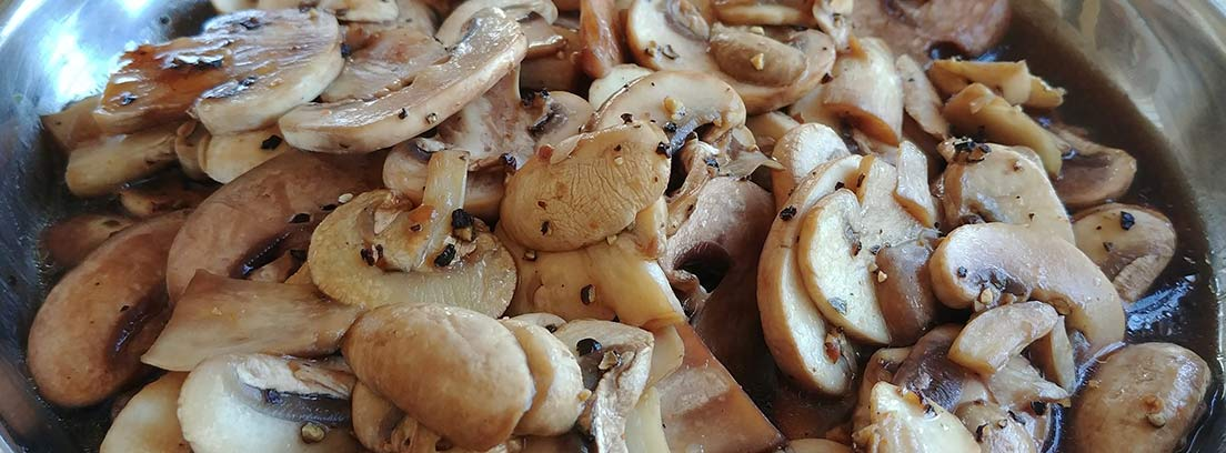 Salteado de champiñones laminados
