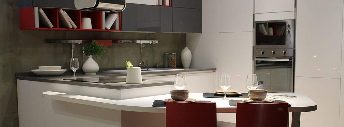 Cocina moderna con tiradores ocultos
