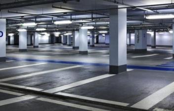 Vista general de parking subterráneo vacío