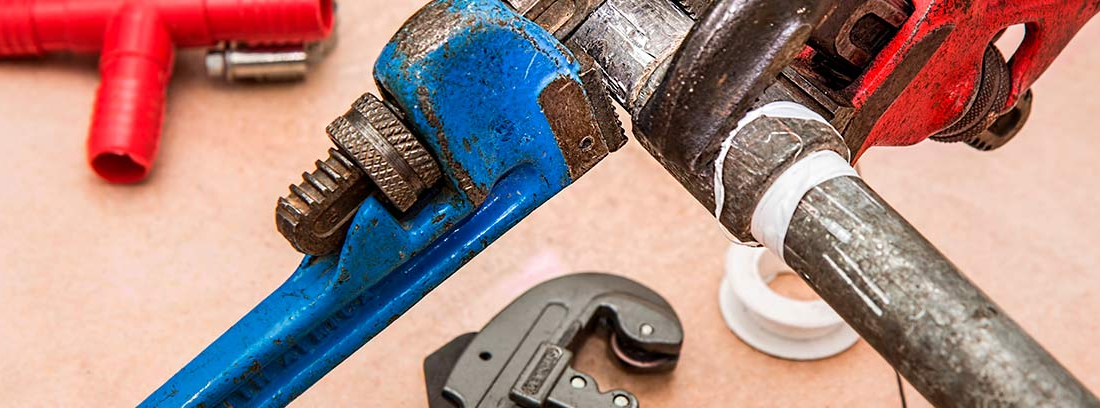 Juntas y herramientas para reparar tuberías