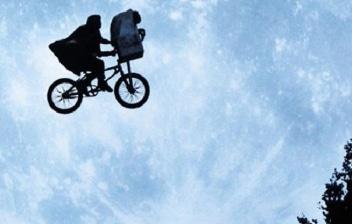 ET2 Volando en bicicleta