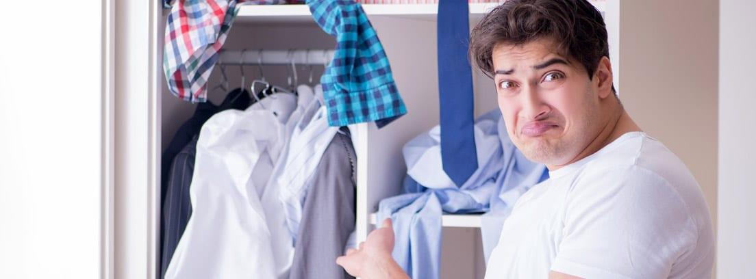 Cómo eliminar el olor a ropa guardada