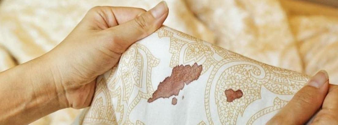 Manchas de sangre sobre una tela