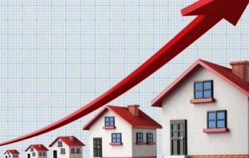 Infografía de varias casas y una flecha ascendente como metáfora de la plusvalía de una vivienda