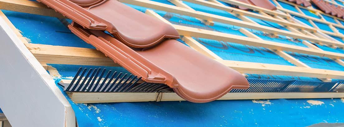 Tejas colocadas en un tejado