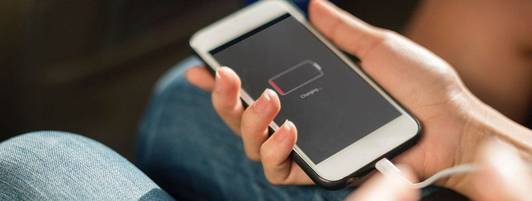 ¿Se puede compartir la batería entre móviles?