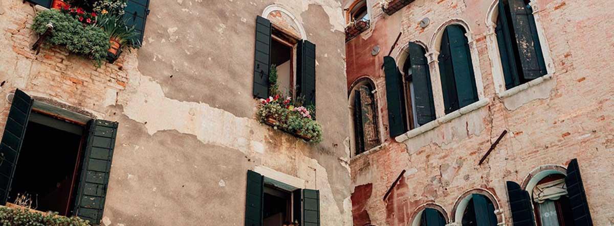 Fachadas protegidas con ventanas