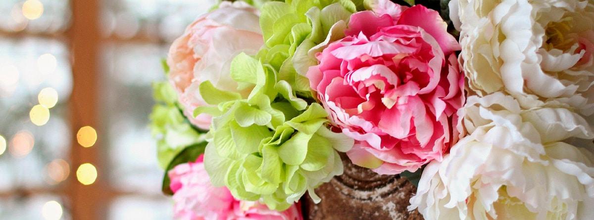 Arreglo floral con peonías