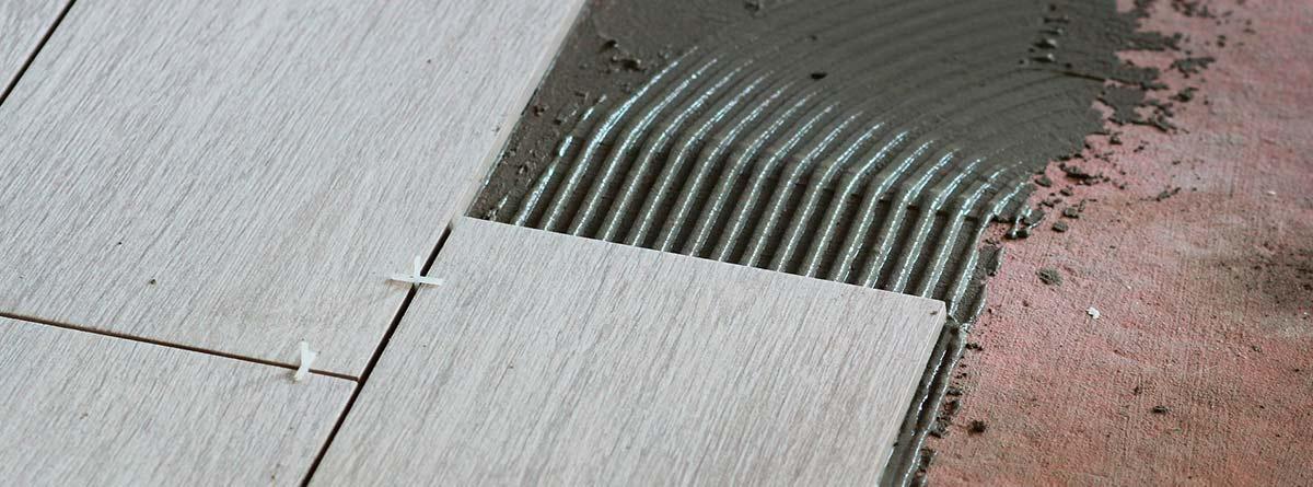 Instalación de pavimento con cemento cola